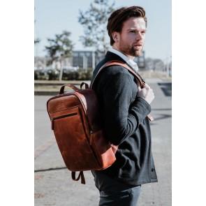 DSTRCT Leren Laptop Rugzak 15.6 inch Premium Collection Incl. Onderhoudspakket Cognac Lifestyle