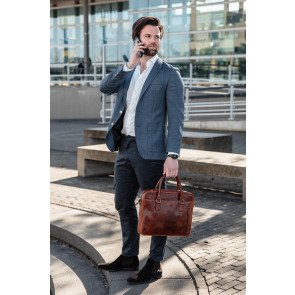 DSTRCT Leren Laptoptas 14 inch Premium Collection Incl. Onderhoudspakket Cognac Lifestyle