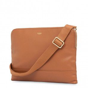 Knomo Molton Leather Cross Body Clutch Caramel Voorkant met schouderriem